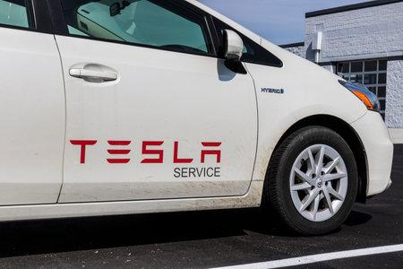 インディ アナポリス - 2017年 4 月年頃: テスラ サービス車両。皮肉なことに、テスラはサービス車のトヨタのプリウス ハイブリッド車を使用してく