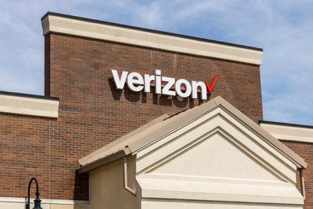Fort Wayne - Circa April 2017: Verizon Wireless Retail Location. Verizon is One of the Largest Technology Companies XIV Editorial