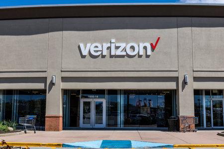 Indianapolis - Circa April 2017: Verizon Wireless Retail Location. Verizon is the largest U.S. wireless communications service provider XV Editorial