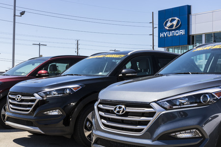 Indianapolis - Circa April 2017: Hyundai Motor Company Dealership. Hyundai is a South Korean Multinational Automotive Manufacturer VIII Stok Fotoğraf - 76722368