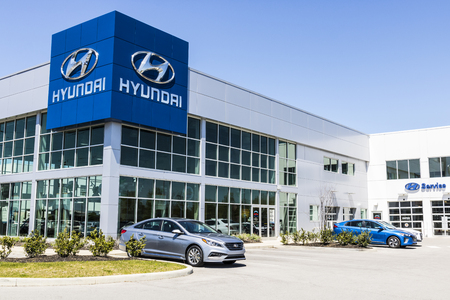 Indianapolis - Circa April 2017: Hyundai Motor Company Dealership. Hyundai is a South Korean Multinational Automotive Manufacturer V Stok Fotoğraf - 76722376