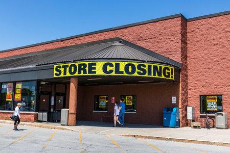 インディ アナポリス - 2017年 5 月年頃: ストアを閉じる記号に、busiiness III を出る食料品市場