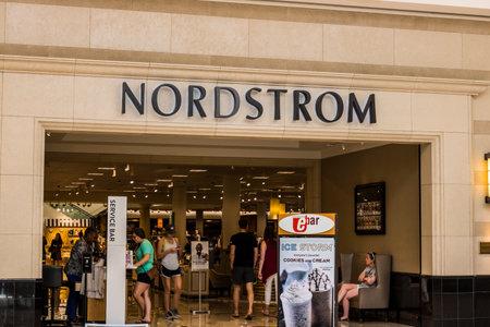 シンシナティ - 2017年 5 月年頃: ノードスト ローム小売モールの場所。ノードスト ロームはそのサービスとファッションで知られています。