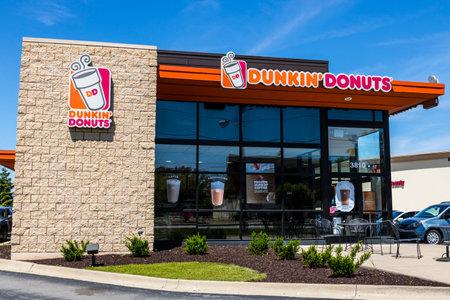 インディ アナポリス - 2017 年 6 月頃: ダンキン ドーナツ小売店の場所。毎日、コーヒーを終日停止は、アメリカのお気に入りのダンキンし、焼き菓