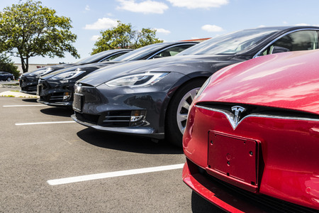Indianapolis - Circa June 2017: Tesla Motors Local Car Dealership. Tesla designs and manufactures the Model S electric sedan II 報道画像
