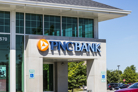 Indianapolis - Circa June 2017: PNC Bank Branch. PNC Financial Services offers Retail, Corporate and Mortgage Banking X Sajtókép