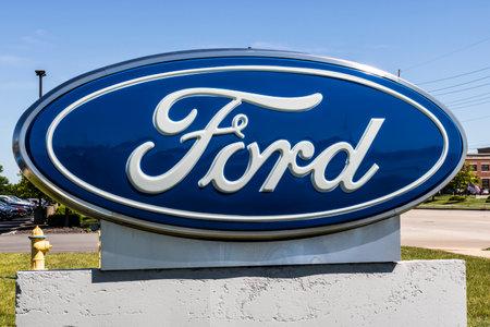 인디아나 폴리스 - 2017 년 6 월경 : 현지 포드 자동차 및 트럭 판매점. 포드는 링컨 및 Motorcraft 상표 XIV의 밑에 제품을 판매합니다 에디토리얼
