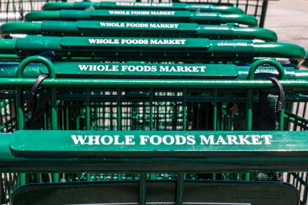 インディ アナポリス - 2017年 7 月年頃: ホールフーズ マーケット。アマゾンは $ 137 億 II の全体の食品を購入する一致を発表しました。 報道画像