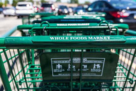 インディ アナポリス - 2017年 7 月年頃: ホールフーズ マーケット。アマゾンは $ 137 億の全体の食品を購入する一致を発表した私 報道画像