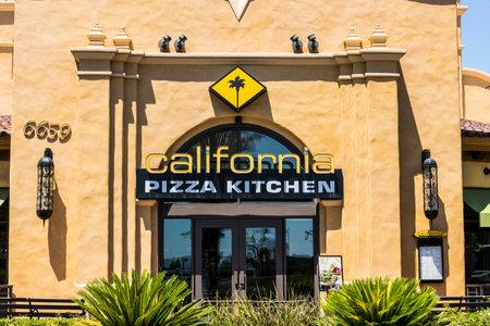California Club Pizza Aus California Pizza Kitchen Und Taco Pizza In Den Rucken Lizenzfreie Fotos Bilder Und Stock Fotografie Image 23460263