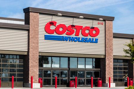 Ft. Wayne - Circa August 2017: Costco Wholesale Location. Costco Wholesale is a Multi-Billion Dollar Global Retailer X
