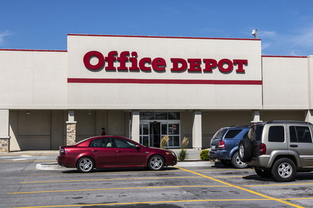 Ft. Wayne - Circa August 2017: Office Depot Strip Mall Location. Office Depot has combined annual sales of approximately $11 billion V Sajtókép