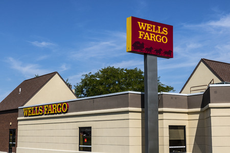 Ft. Wayne - Circa August 2017: Wells Fargo Retail Bank Branch. Wells Fargo is a Provider of Financial Services XII Редакционное