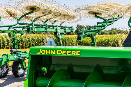 インディ アナポリス - 2017 年 8 月頃: John Deere のディーラー。Deere 社製造農業・建設・林業機械 報道画像