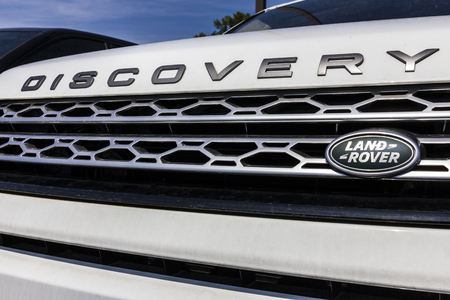 Indianapolis - Circa September 2017:  Local Land Rover Luxury Car Dealership. Land Rover is a subsidiary of Tata Motors Редакционное