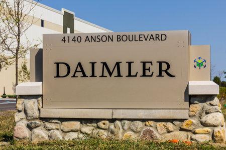 18 wheeler: Whitestown - Circa September 2017: Daimler Trucks North America Distribution Center. Daimler Trucks is formerly Freightliner Corporation and owned by Daimler AG II Editorial