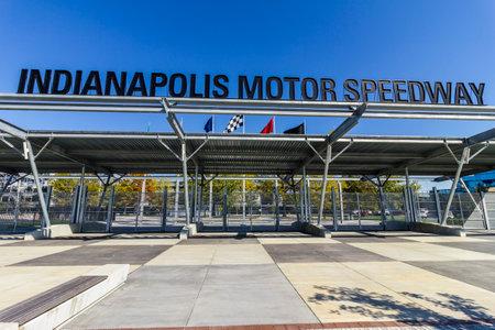 인디애나 폴리스 -2007 년 10 월 경 : 인디애나 폴리스 모터 스피드 웨이 게이트 1 입구에서가 색. IMS, Indy 500 및 Brickyard 400 자동차 경주 개최
