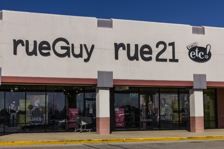 Indianapolis - Circa October 2017: rue21 Retail Strip Mall Location. rue21 is owned by Apax Partners IV