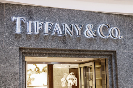 Indianapolis - Circa April 2018: Tiffany & Co. Retail Mall Location. Tiffanys is a Luxury Jewelry and Specialty Retailer, Headquartered in New York City V Sajtókép