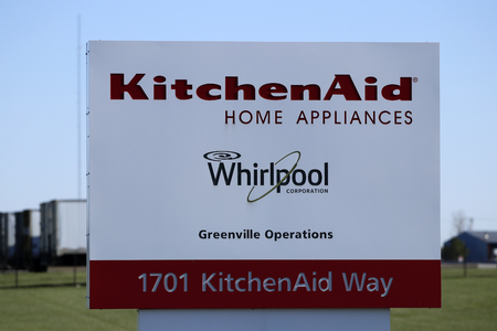 Greenville - Circa April 2018: KitchenAid Greenville operations factory, where Whirlpool produces KitchenAid brand mixers, hand mixers and blenders I Publikacyjne