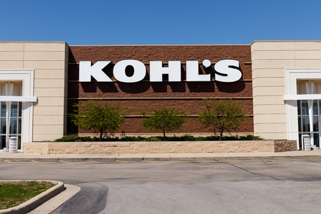 Muncie - Circa April 2018: Kohl's Retail Store Location. Kohl's operates over 1,100 Discount Stores II Stock fotó - 102290800