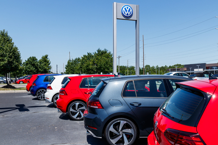 Indianapolis - Circa July 2018: Volkswagen Cars and SUV Dealership. VW is Among the Worlds Largest Car Manufacturers XI 報道画像