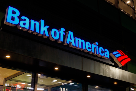 Indianapolis - Circa July 2018: Bank of America Bank and Loan Branch. Bank of America is also known as BofA or BAC I 에디토리얼