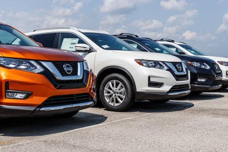 Fishers - Circa août 2018 : Nouveaux véhicules chez un concessionnaire Nissan Car et SUV. Nissan fait partie de l'Alliance Renault-Nissan VIII Éditoriale