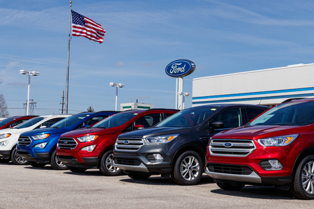 Lafayette - Circa April 2019: Local Ford Car and Truck Dealership. Ford sells products under the Lincoln and Motorcraft brands V Sajtókép