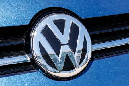 Noblesville - Circa abril de 2019: Concesionario de automóviles y SUV Volkswagen. VW se encuentra entre los fabricantes de automóviles más grandes del mundo III Editorial
