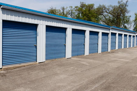 Numbered self storage and mini storage garage units Stockfoto