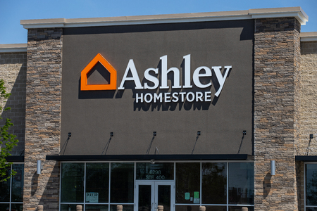 Whitestown - Circa May 2019: Ashley Furniture Homestore Retail Location. Ashley Homestore is the largest home furniture retailer in North America I 新聞圖片