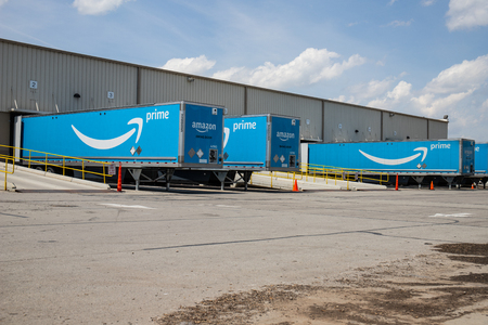 Indianapolis - Circa May 2019: Amazon Prime Transportation and Logistics location. Amazon is expanding its network of delivery providers. Редакционное