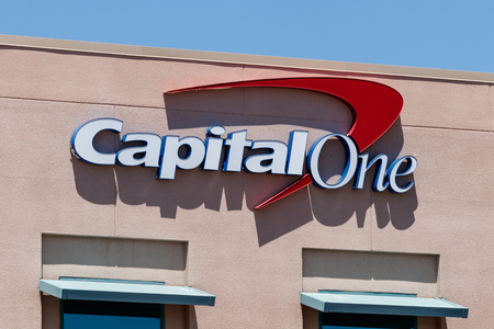 Summerlin - Circa June 2019: Capital One Financial Call center. Capital One is a bank holding company specializing in credit cards and loans I Stock fotó - 125436029