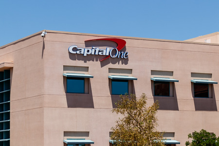 Summerlin - Circa June 2019: Capital One Financial Call center. Capital One is a bank holding company specializing in credit cards and loans II Imagens - 125436104
