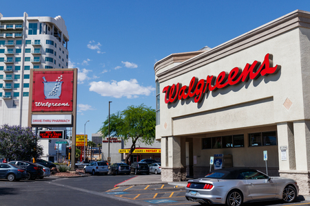 Las Vegas - Circa June 2019: Walgreens Retail Location. Walgreens has signed partnerships to collaborate on in-store health services VI 新聞圖片