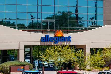 Summerlin - Circa June 2019: Allegiant Air corporate headquarters. Allegiant Air serves 122 destinations II Reklamní fotografie - 125436138