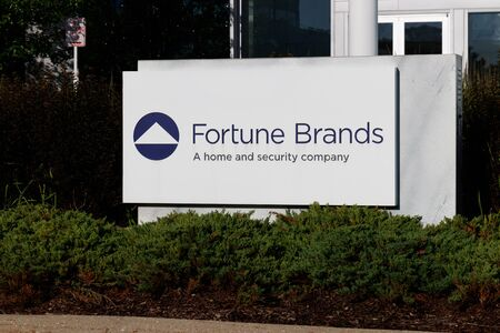 Deerfield - Circa June 2019: Fortune Brands Home and Security headquarters. Fortune Brands Home and Security is a manufacturer of home fixtures and hardware I Reklamní fotografie - 127775881