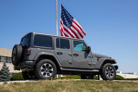 Kokomo - Circa July 2019: Jeep Wrangler on display at a Chrysler plant. The subsidiaries of FCA are Chrysler, Dodge, Jeep, and Ram VII Редакционное