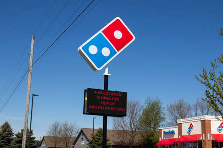 Lafayette - Circa May 2020: Domino's Pizza Restaurant. Amid Social Distancing rules, Domino's is offering pick up and delivery pizza only. Redakční