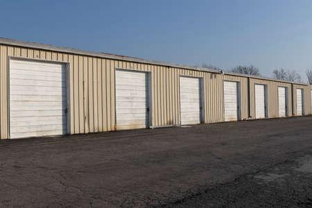 Self storage and mini storage garage units deserted, cold, and abandoned. Standard-Bild