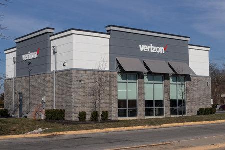 Greenfield - Circa December 2020: Verizon Wireless Retail Location. Verizon delivers wireless, high-capacity fiber optics and 5G communications. Sajtókép