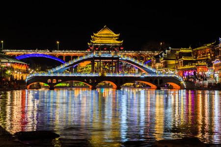 night scene of Fenghuang (Phoenix) ancient town Hunan China 免版税图像