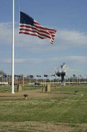 airpower: Memoriale di getto con bandiera  Archivio Fotografico