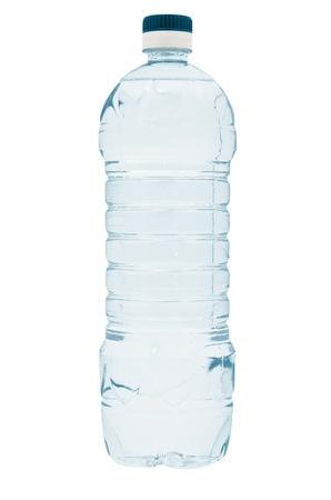 純粋な青いプラスチック製のボトルのミネラルウォーター。白い背景で隔離