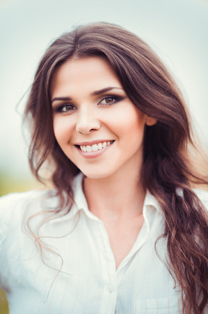 women face stare: Closeup portrait of a happy smiling beautiful young woman