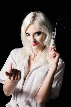 看護師のイメージにクローズ アップの手で注射器と美しい若い女性は笑みを浮かべて 写真素材