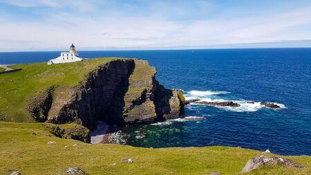 Lighthouse near rock Old Man of Stoer, start of the trip to the rock. Reklamní fotografie