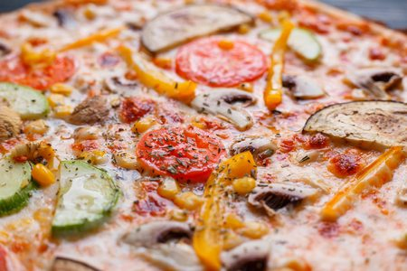 Appetizing texture of vegetarian pizza with tomato, zucchini, eg Banco de Imagens