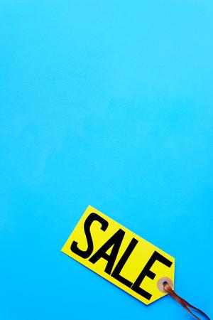 spring sale retail sticker on blue background Imagens